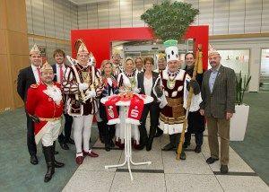 awesome Kreissparkasse Köln unterstützt zum achten Mal den traditionellen Gläserverkauf im Bergisch Gladbacher Karneval