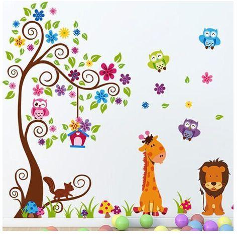 Vinilo junglita con animales y muchos colores. www.twcshop.com