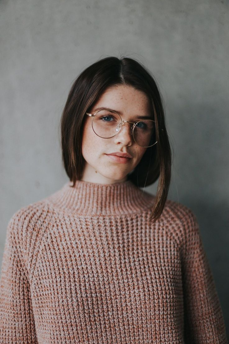 Reminiscent of Harry Potter, the Blaine glasses' classic round lens design is a nod to the early 20th century, with a simplicity and functionality that is matched only by its style. Available in both