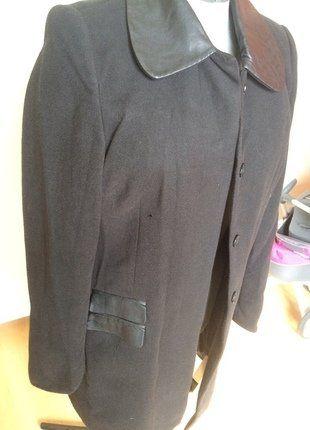 À vendre sur #vintedfrance ! #manteau  http://www.vinted.fr/mode-femmes/manteaux-longs/37806401-manteau-mi-long-noir