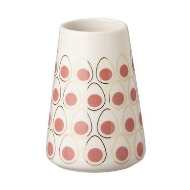 Danske Trine Weng har laget en kul eggdot-serie, Casalinga. Vaser og lysestaker, tallerkener og skåler. Dyrt var det heller ikke.