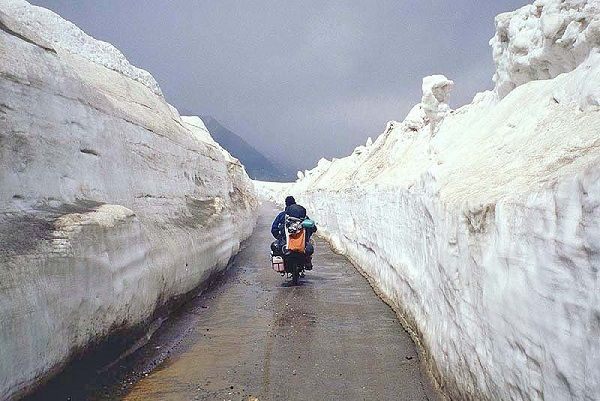 Rohtang Pass Rohtang Pass is 51 km from Manali on highway to Keylong/Leh. The panoramic and spectacular mountain view will simply take your breathe away. Remember the song from Jab We Met where Kareena dances her way to Manali? You're right there.
