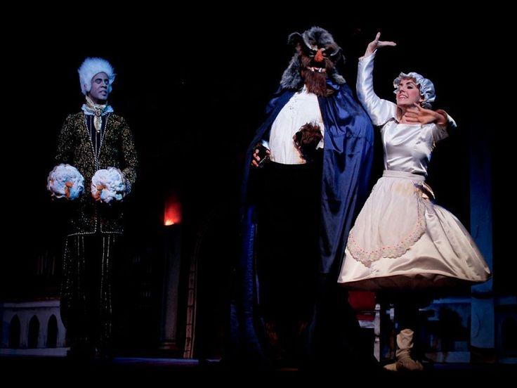 """Entre os dias 23 de fevereiro e 10 de março, o Teatro Abel apresenta o musical """"A Bela e Fera"""", com direção de Ricardo Silva, e produção de Roberto Muniz e Cia Sassaricando."""