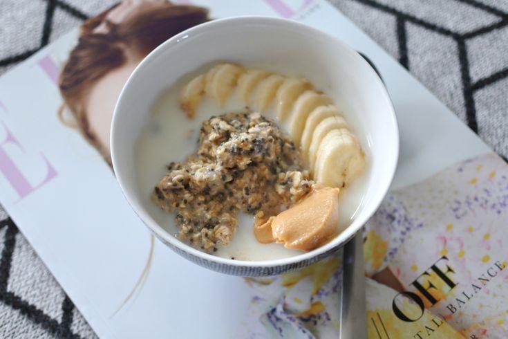 Havre/chiagröt med mandelmjölk, banan och jordnötssmör