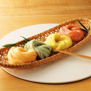 彩りも美しい、なめらかなのどごしの手延べそうめん。【手延そうめん「揖保乃糸」麺彩楽】