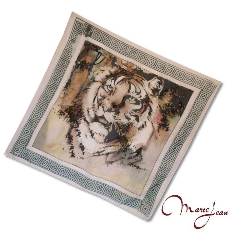 """Jedinečná hodvábna šatka """"Tiger"""" z prírodného hodvábu, veľmi jemná na dotyk.  Hodvábna šatka s olejomaľbou inšpirovaná moderným umením. Dodajte aj jednoduchému outfitu eleganciu a luxus."""