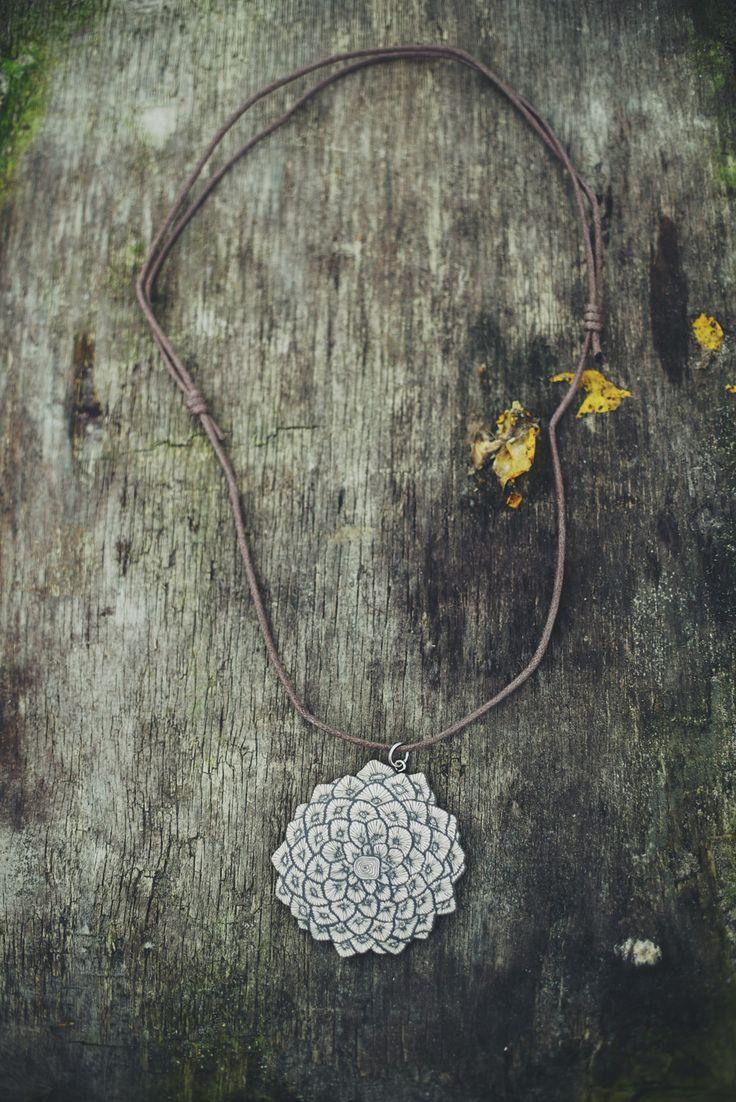 Käpymandalakaulakoru / pineconemandalanecklace