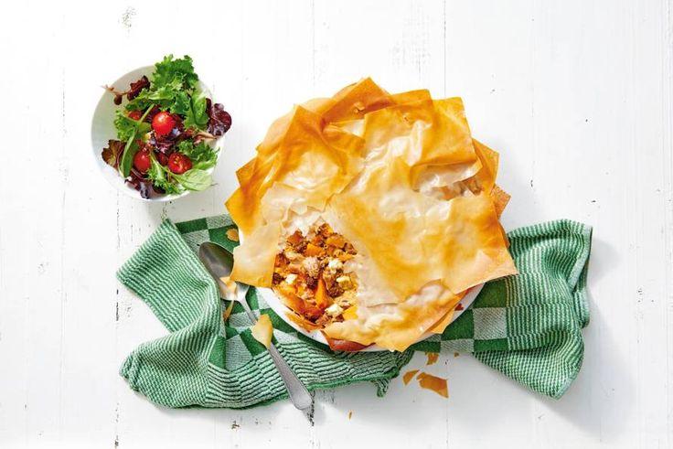 Knapperige quiche waarin de zoete smaken van pompoen en rozijnen samenkomen met de pittige kruiden. - Recept - Allerhande