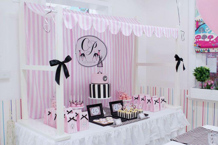 Mesa chic en rosa y negro