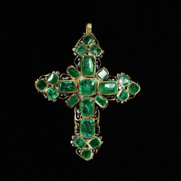 Pendant cross, emeralds set in enameled gold, Western Europe, 1650-1700, V&A Museum, London, U.K.