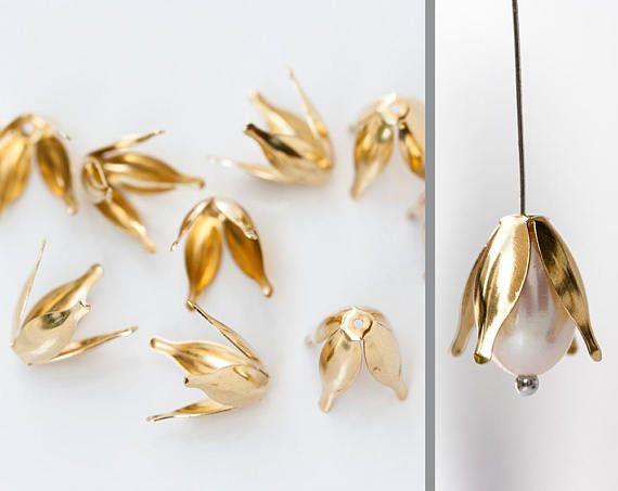 2607_ Gold flower caps 12x10 mm Brass bead caps Metal bead