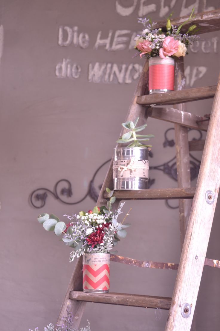 Absolutely loving the rustic ladder flower arrangement