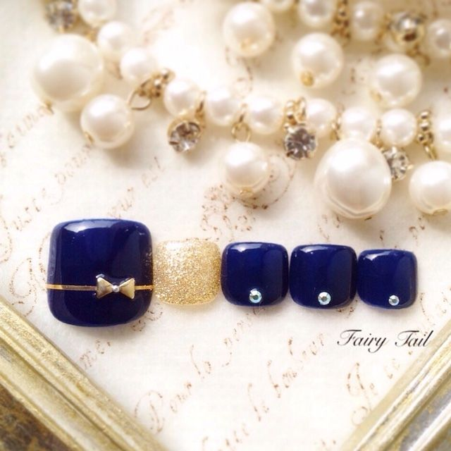Elegant wedding guest nail. winter / autumn nail art pedicure