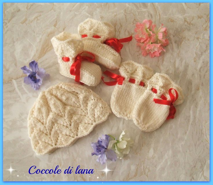 """Handmade hat, booties and gloves for newborn, age 0 to 3 months, hand-knitted in 100% merino wool. Search for this set in the store """"Coccole di lana"""" on www.misshobby.com"""