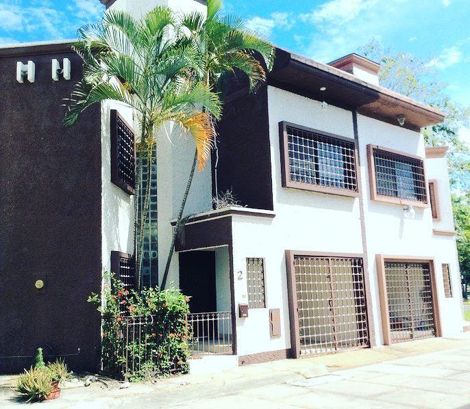 M s de 25 ideas incre bles sobre escaleras laminadas en for Casa minimalista villahermosa