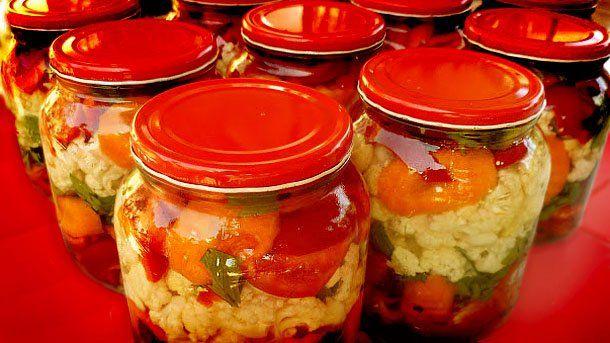 Eingemachtes für den Winter – Sauer eingelegtes Gemüse - Volkskunst