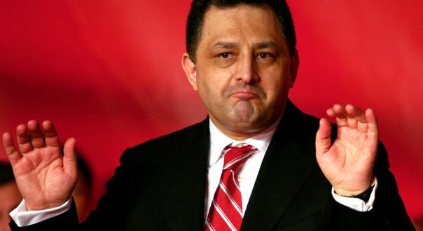 Greii din politică, cercetaţi de ANI ANI îi acuză pe Theodor Stolojan de fals în declaraţii, pe Marian Vanghelie pentru diferenţe între venituri şi avere, pe Klaus Iohannis, Aristotel Căncescu şi pe Nicuşor Constantinescu de incompatibilitate, iar pe Florin Popescu de conflict de interese. Europarlamentarul Theodor Stolojan, membru PDL, este acuzat de ANI de fals în declaraţii