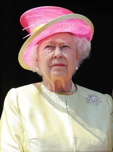 Королева Елизавета отказывается содержать принца Уильяма и Кейт Миддлтон | Woman.ru