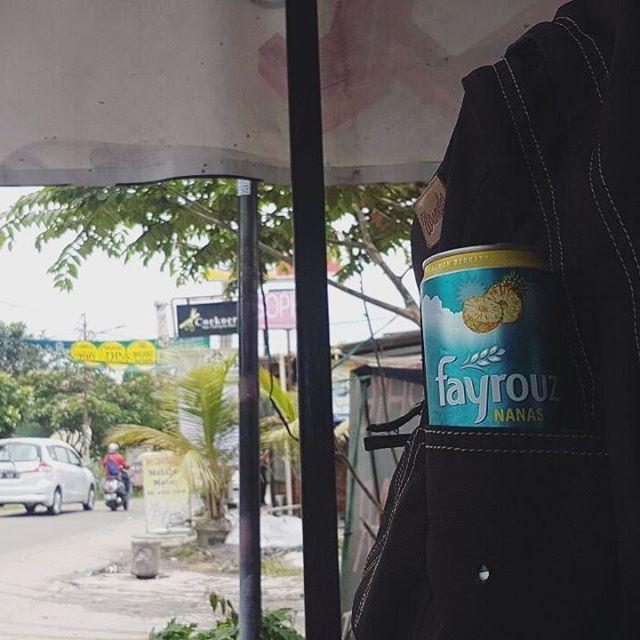 Coy, udah pada nyobain Fayrouz belom? Wajib dicoba ini mah, recomended banget! Pas banget buat cuaca Indonesia yang panas begini.. Udah gitu desain kalengnya sleek, jadi gampang dibawa kemana-mana.. @fayrouzID #fayrouzID #finesoda