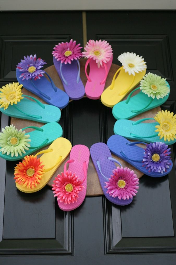 Flip flop wreath!--Talk about something fun on your front door. How perfect for summer!!!! Makes me smile.....