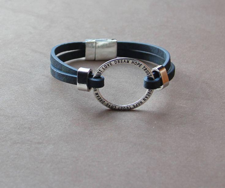 bracelet cuir plat double,bleu,anneau gravé,message,hope,trust,love,dream,unisexe,argent,fermoir magnétique,fait main,tendance,St Valentin de la boutique POUDREDOZ sur Etsy