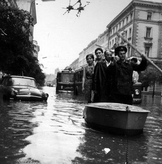 Наводнение на Неглинке. Автор: Николай Рахманов, 1959 год. #былоеУЛИЦЫ #былое