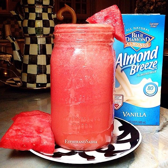 A #nursing Mom has to stay hydrated at all times in order to keep up the mama milk supply. #Watermelon is 90% water which makes it ideal to help keep your body #hydrated at all times. #Almonds are considered to be #galactagogues which means they help increase supply PLUS they add creaminess and sweetness to your milk which your baby will love! W A T E R M E L O N+A L M O N D Simple Smoothie: Blend ripe watermelon with ice cubes and almond milk to taste #Breastfeeding - Enjoy!
