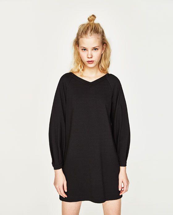 Image 1 de ROBE COURTE AVEC MANCHES AMPLES de Zara