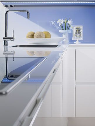 SieMatic S3 Lotus White cabinet detail.