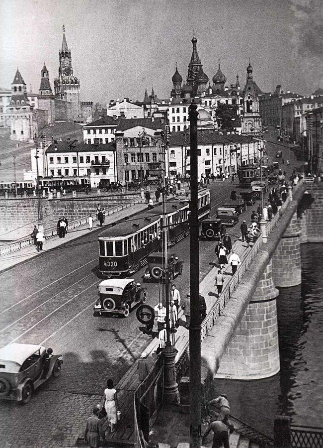 Есть у меня один любимый район в Москве, самый любимый. Район, которого нет - Зарядье. Я никогда не прощу советской власти то, что они стёрли его с лица земли. А если…