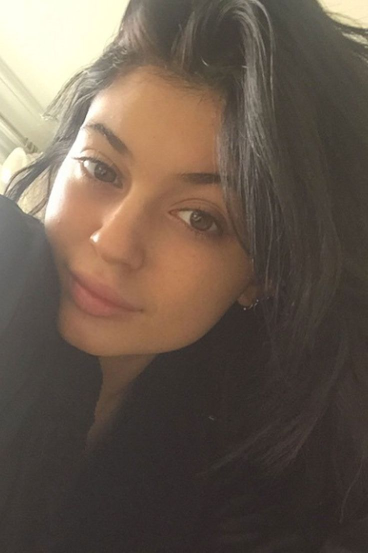 "Kylie Jenner posts a no-makeup selfie captioned, ""M❤️nday."" - Cosmopolitan.com"