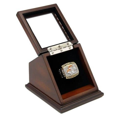 NFL 1998 Super Bowl XXXIII Denver Broncos Championship Replica Fan Ring with Wooden Display Case reminds you the great moment of Denver Broncos in Super Bowl XXXIII which was their second Super Bowl, defeated Atlanta Falcons by 34:19 on 31th January, 1999 at Pro Player Stadium in Miami.