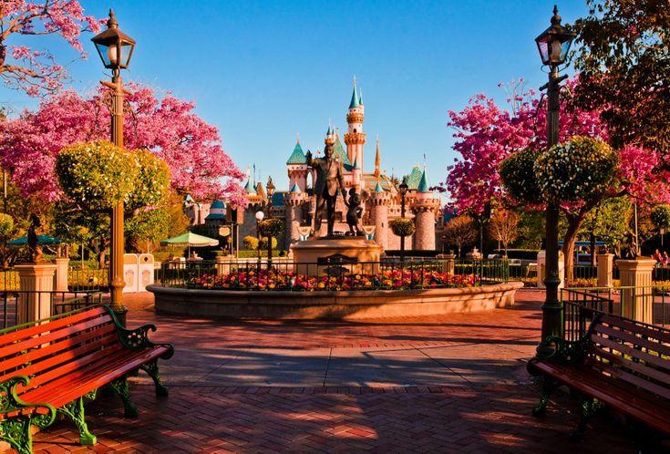 An empty Disneyland!!!!: Happiest Place, Bucket List, Bucketlist, Favorite Places, Disney Parks, Disneyland, Castle, Things Disney, Disney Worlds