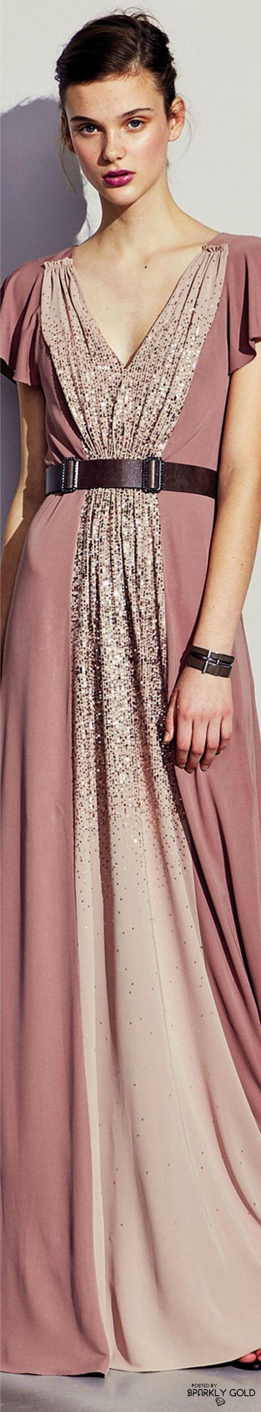 Bottega Veneta Pre-Fall 2017. se o vestido é muito apertado, então pode modifica-lo. Inspire-se neste! e com um tecido a condizer, acrescente uns centimentros.