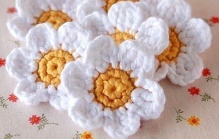 Crochet flower diagrams- click on picture to enlarge.  Spanish Site