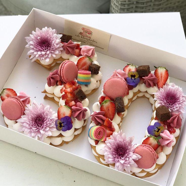 Adi Klinghofer csodaszép tortáit látva nem is akarunk magunknak más szülinapi finomságot, az már biztos.