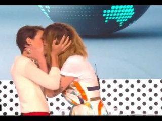 Daphné Bürki et Emilie Besse s'embrassent pour la dernière de La Nouvelle Edition (vidéo)