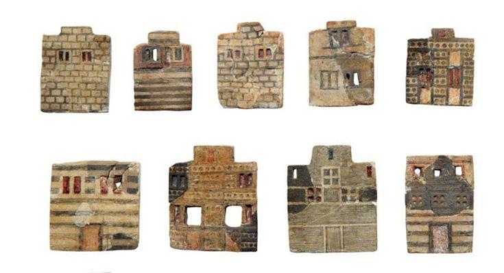 Μινωίτες κτίστες /  Faience House Plaques, Knossos, Crete, depict facades of two and three story houses of Minoan town. 1600-1500 BC.