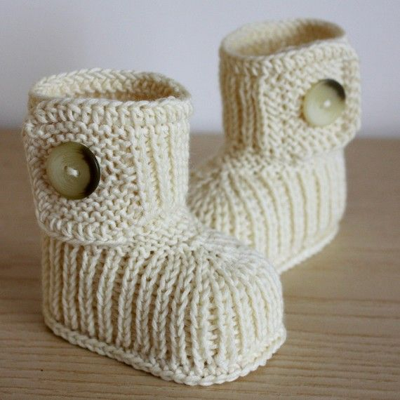 Knitting Pattern PDF file Winter Baby Boots by loasidellamaglia