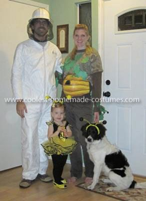 87 best pregnant halloween costumes images on pinterest pregnant coolest bee family group costume solutioingenieria Choice Image