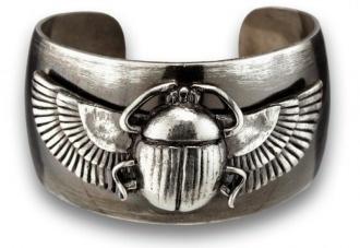 Scarab Beetle cuff: Scarab Cuffs, Scarab Jewels, Egyptian Revival Egyptomania, Egyptian Jewellery, Egyptian Jewelry, Pharaon Art, Scarab Beetles, Egyptian Art, Beetles Cuffs