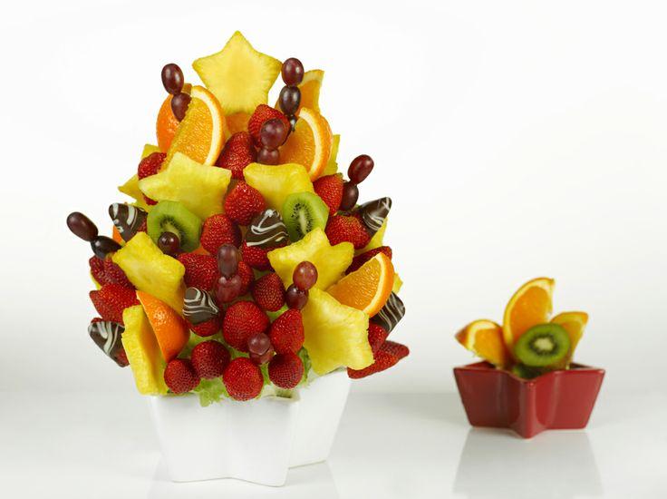 Predstavujeme Chutné kytice: Zimná hviezda. Nádherná ovocná kytica pripomína vianočný stromček. Skvelý darček v zimnej sezóne, alebo originálne pohostenie na každú oslavu. Viac na http://www.chutnekytice.sk/kytica/66/zimna-hviezda