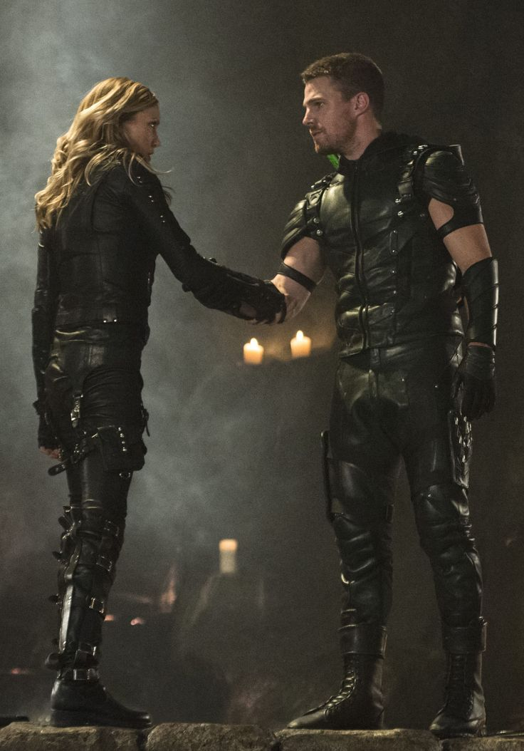 Arrow and The Flash ... Laurel and Oliver