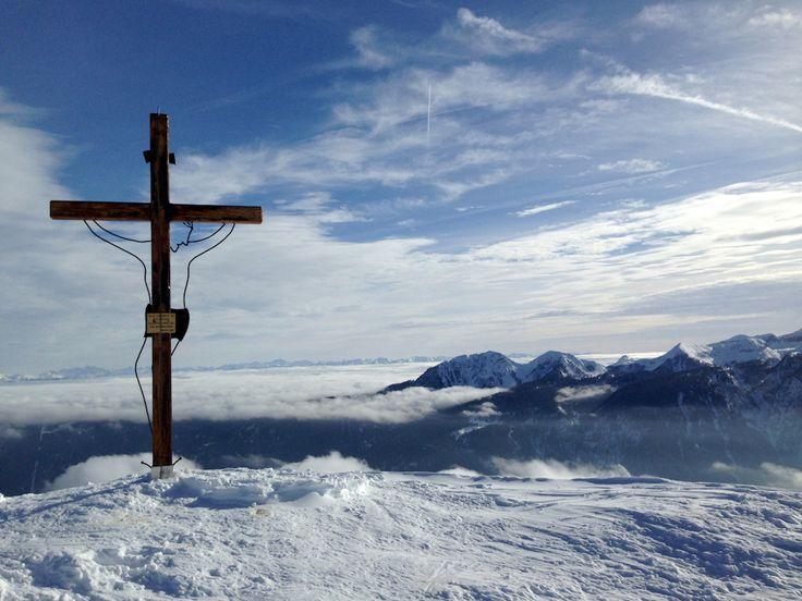 CIMON DI BOLENTINA m.2.301 L'escursione proposta si colloca in Val di Sole e nello specifico sulle pendici che sovrastano l'abitato di Malè, meta di escursionisti sia nel periodo estivo che invernale.