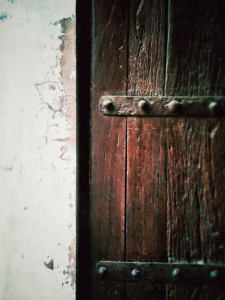 Just a peace of wooden door At Delhi, India By zsombor nagy