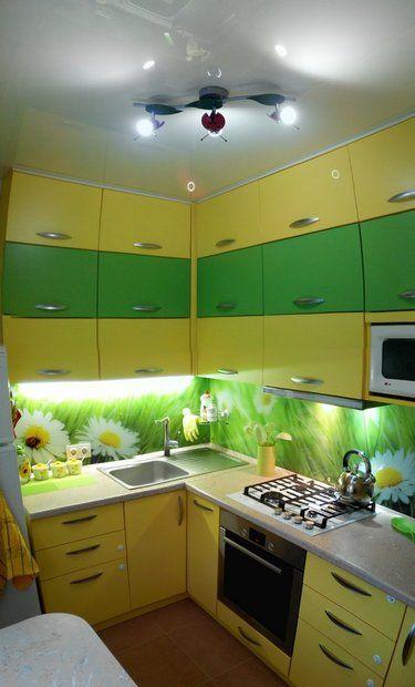 белый натяжной потолок кухня