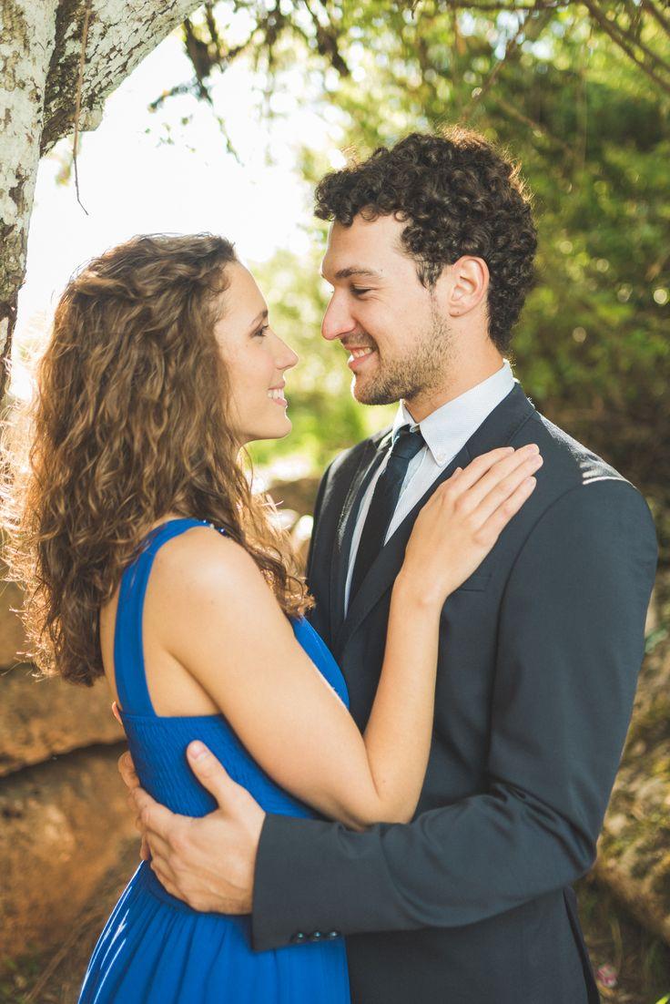 Con nuestra preciosa pareja, laura y rafa #amor #parejas #preboda #campo #vestidos #trajes #novios #guapos #fotografia #fotos #sesiondefotos #miradas #azul #verde #sonrisas