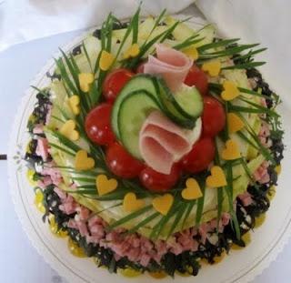 Kinkku-voileipäkakku