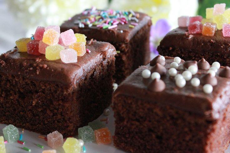 mild-og-luftig-sjokoladekake-melkesjokoladekake