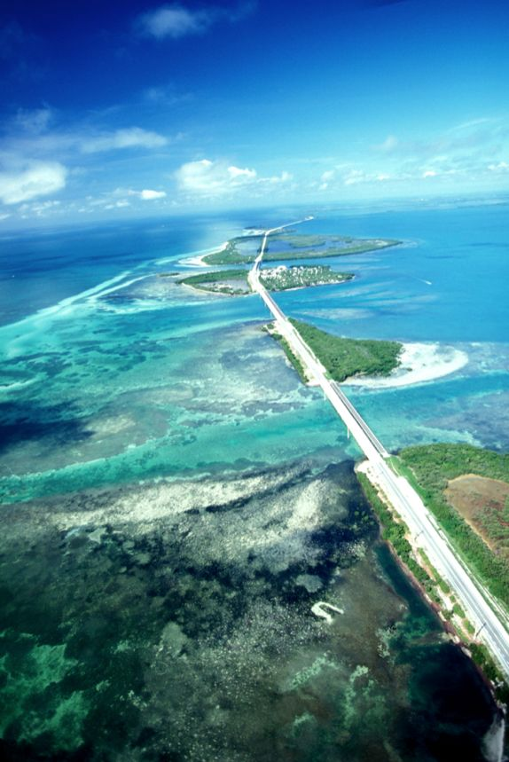 Leaving the mainland for the 120-mile-long island chain of Florida's Keys, travelers enter a paradise of beach bars, water sports, and Parrotheads (Jimmy Buffett fans).